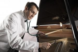 Carl Firle Mediziner am Klavier