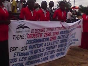 Welt-Aids-Tag in Kindu: StipendiatInnen von SOG organisieren eine Rally durch Kindu